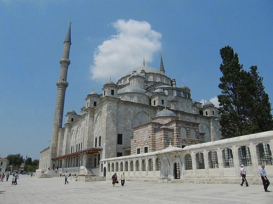 مسجد الفاتح من اروع المساجد التاريخية